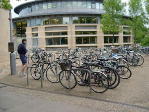 640px-Cambridge_CMS_Bicycle_Racks